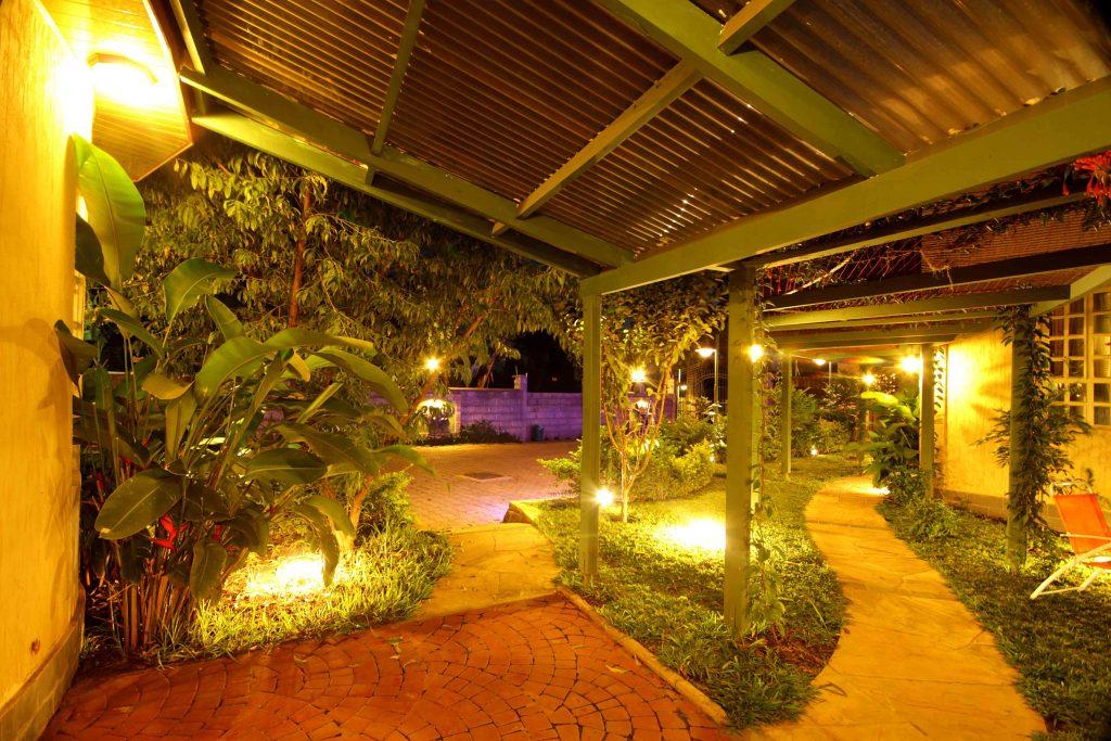 Crest Safari Lodge   Hotel